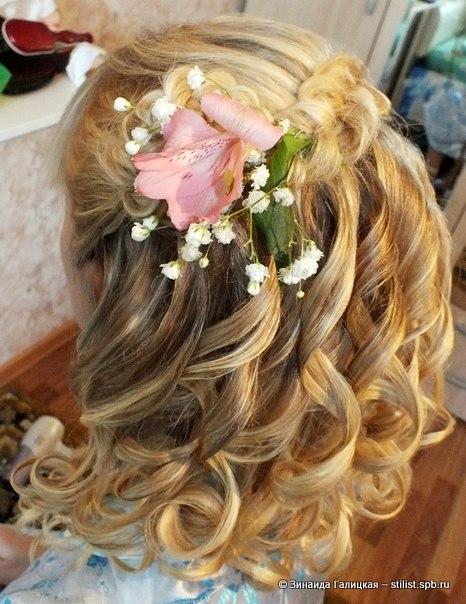 детские прически с цветами в волосах фото